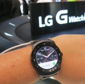 LG SmartWatch R to hit the market – Galaxy Gear and Moto 360 to face tuff antagonist