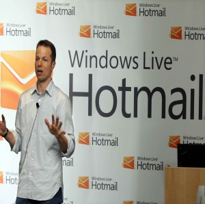 Microsoft Hotmail gets a critical update – Skype integrated with Outlook!